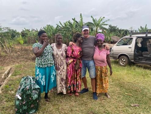 Representanterna från kvinnogruppen i byn
